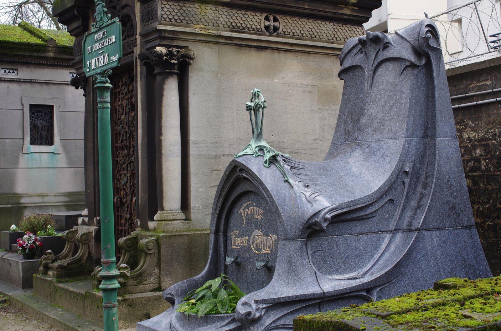 Une très belle tombe d'Hector Guimard  (Art Nouveau :o))