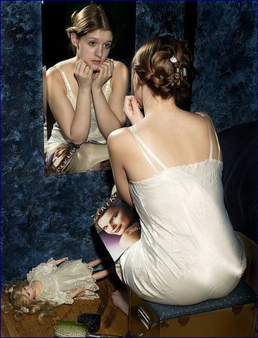 Mamme allo specchio con coraggio oggi mamma news - Ragazze nude allo specchio ...