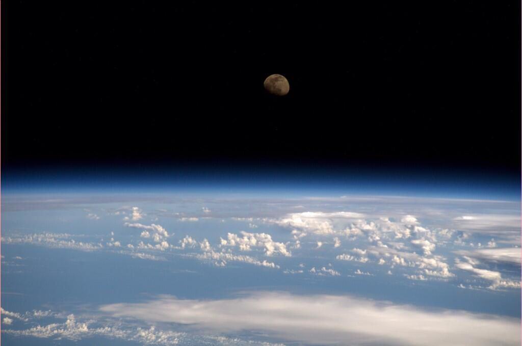 RT @astro_reid: Moonrise from the #ISS...