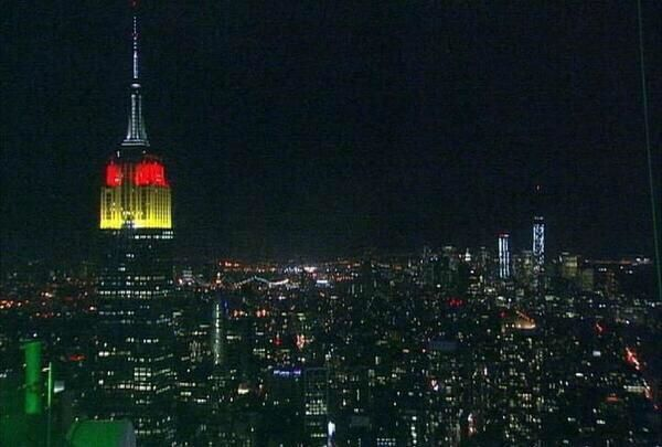 RT @HistoricalPics: The Empire State Building...
