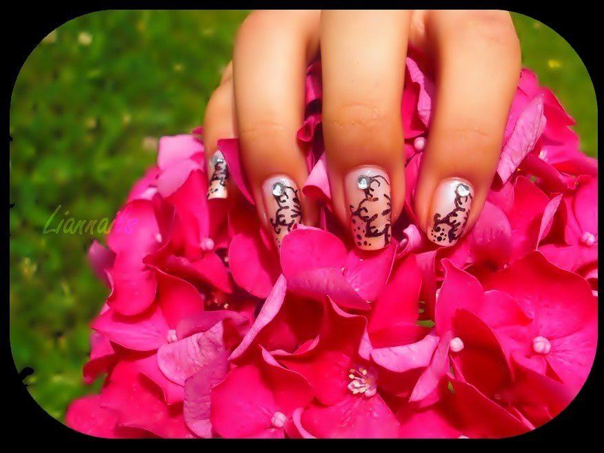 Nail-Art Fleur Russes