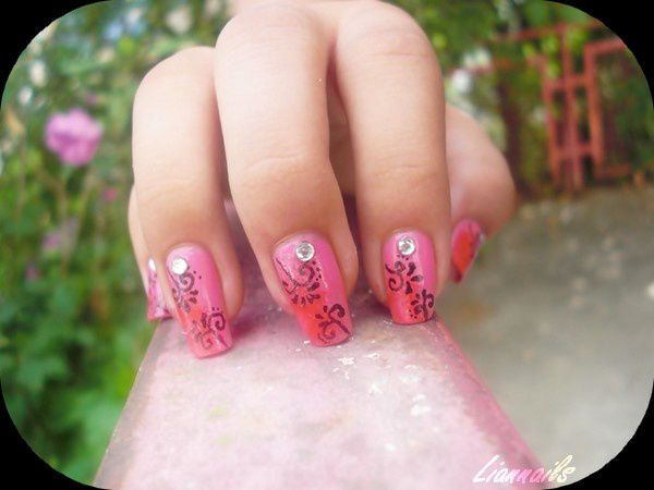Nail Art arabesques rose