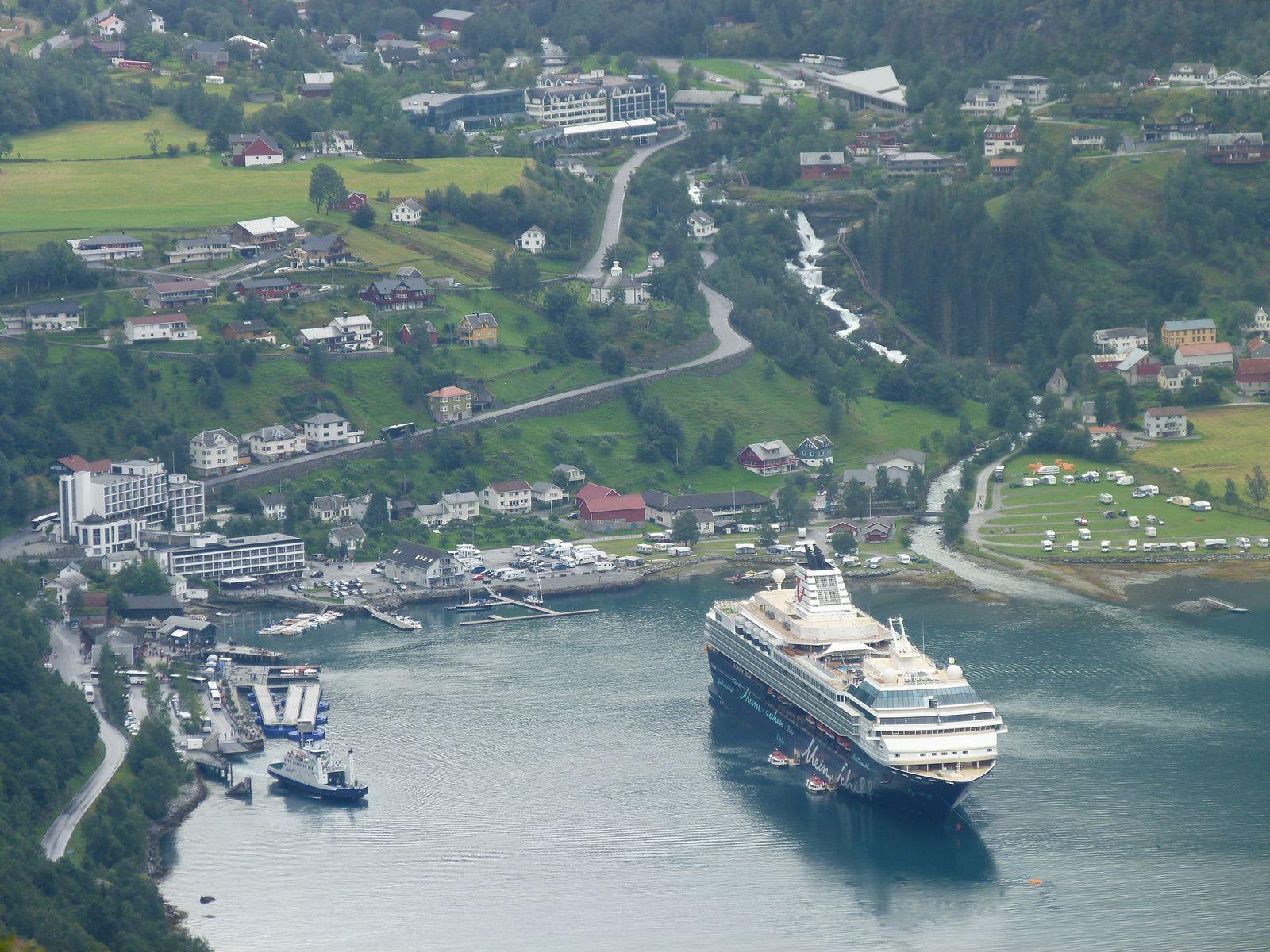 Zum Nordkap mit der Mein Schiff 1 - 3.) Geiranger