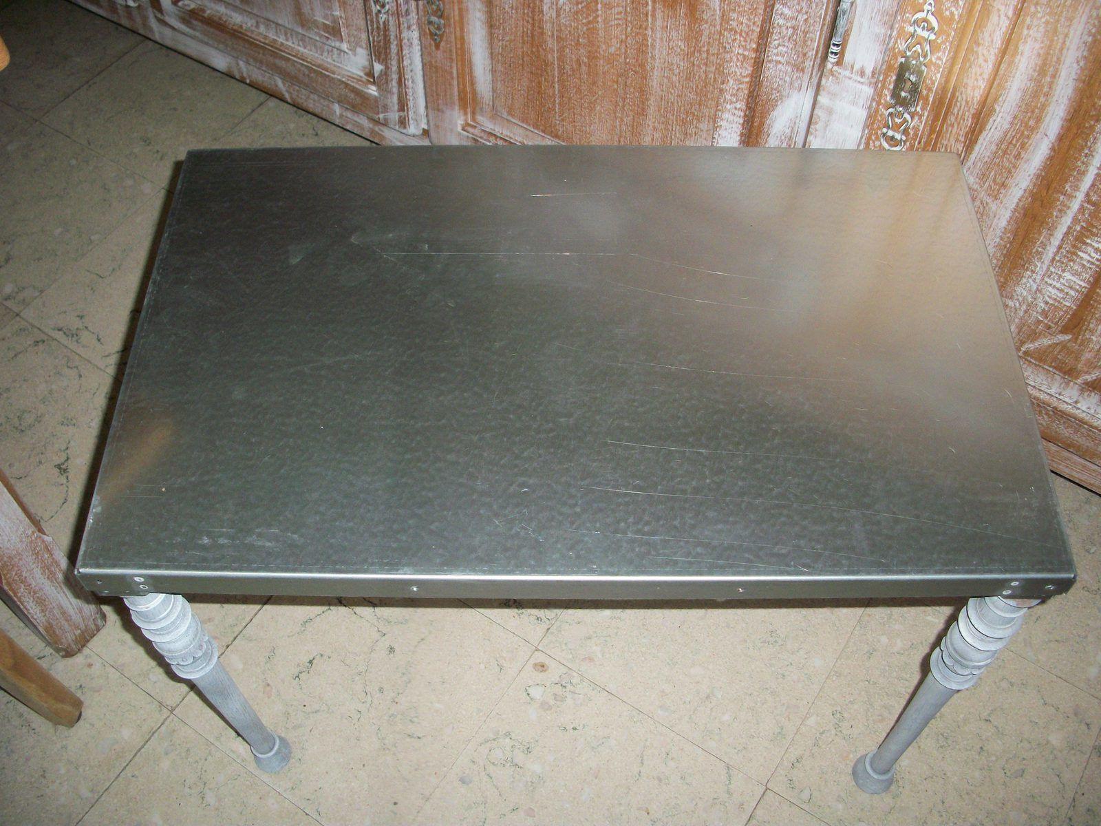 petite table de salon en acier galvanis bois plus. Black Bedroom Furniture Sets. Home Design Ideas