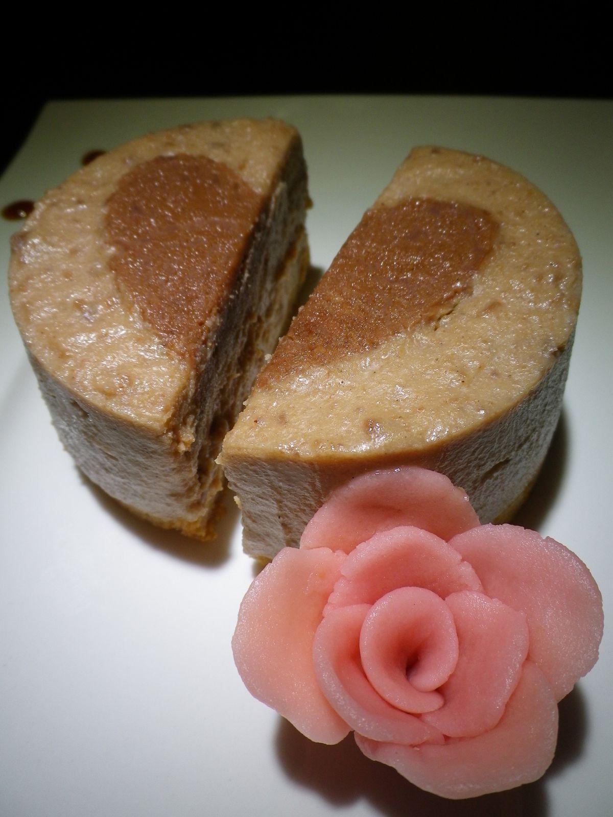 Cheesecake sans cuisson marrons-caramel, cœur St Valentin au chocolat pralinoise