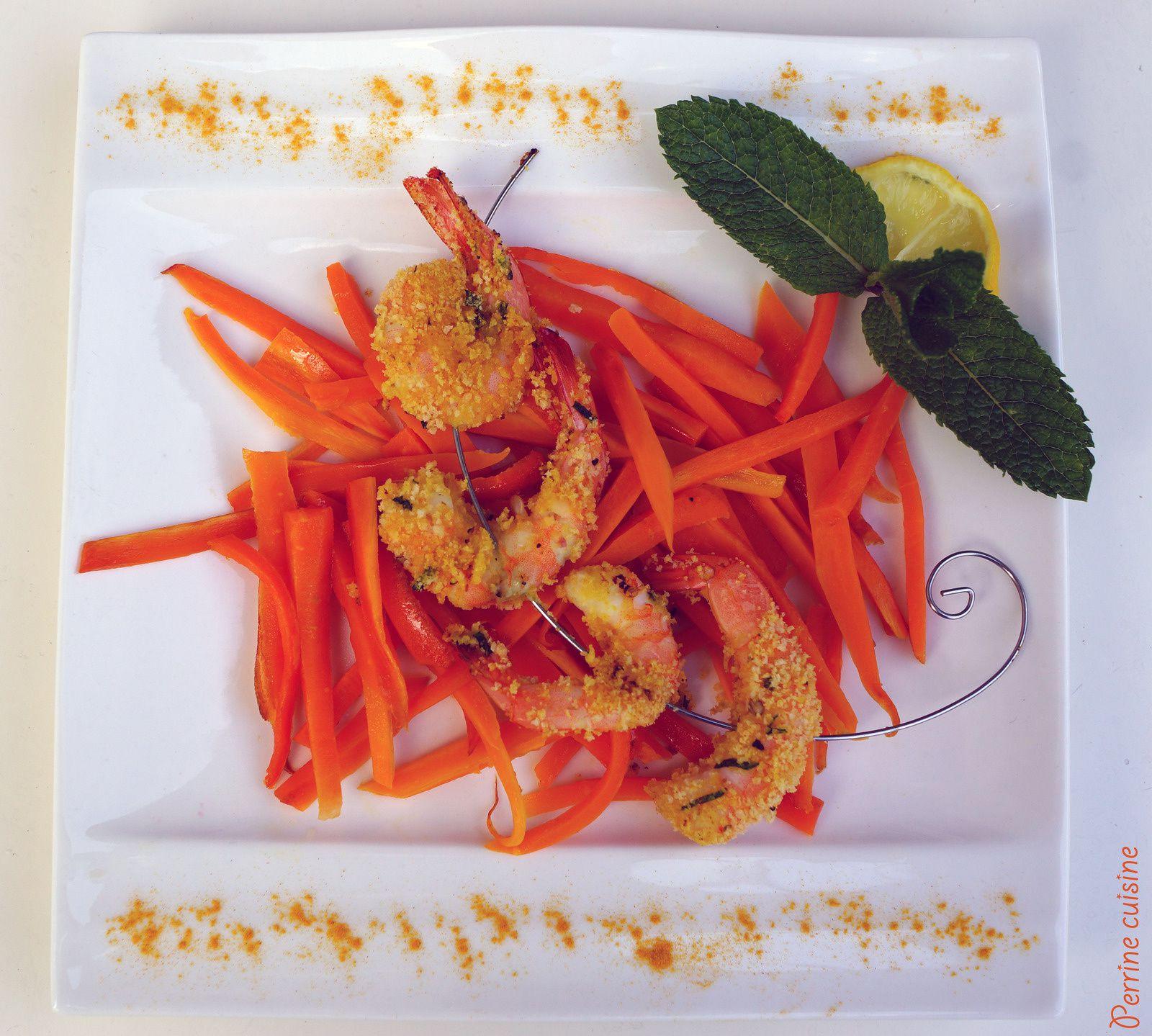 Brochette de crevettes croustillantes à la menthe et au curcuma, julienne de carottes glacées au miel