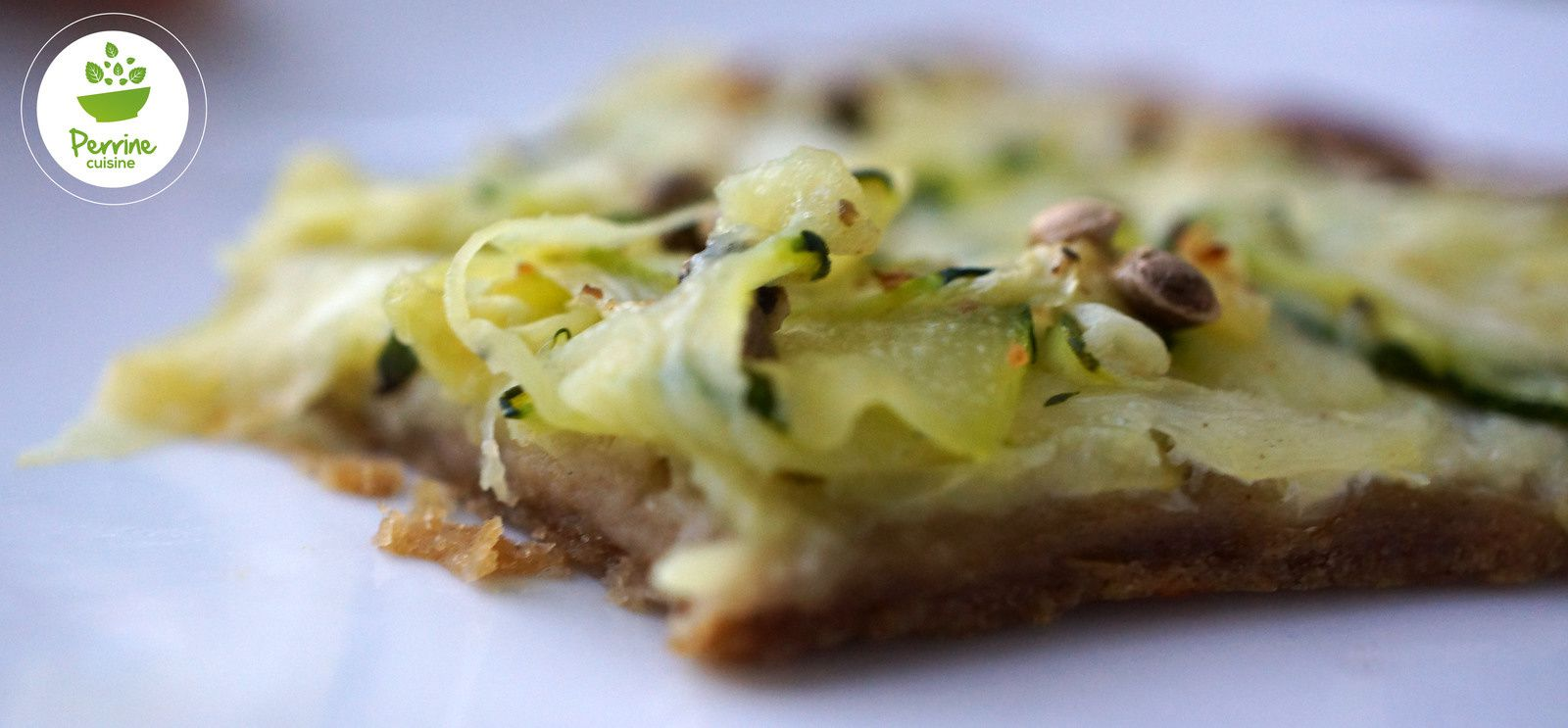 Tarte fine aux courgettes et graines de chanvre {pâte aux Gaudes et au yaourt}