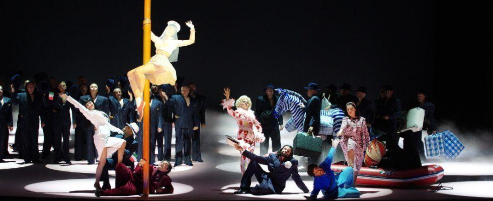 """© """"L'Italienne à Alger"""" de Rossini. Mise en scène Andrei Serban."""