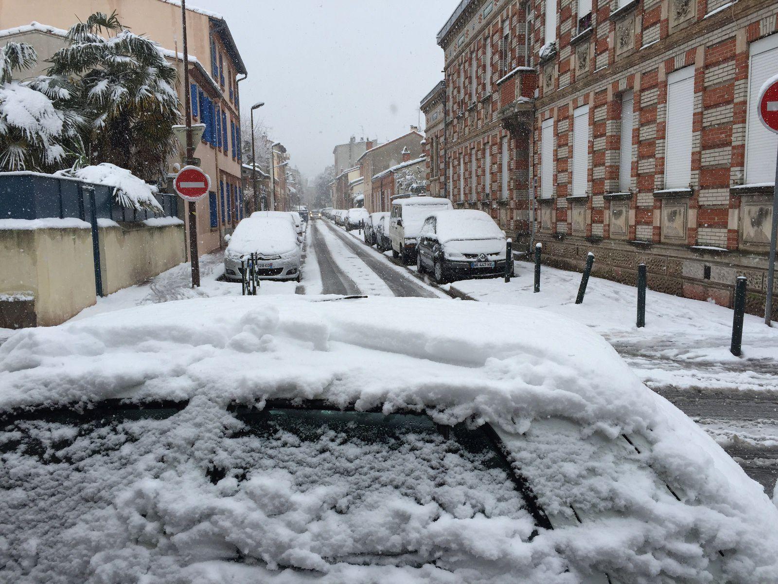 Du blanc partout sur Toulouse plongeant la ville dans une situation de quasi-paralysie.