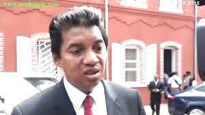 Maître Henri Rabary-Njaka, avocat au barreau de Paris et désormais ex-Directeur de cabinet de la Présidence de la République de Madagascar, a été remercié de cette fonction suite à l'abrogation de son décret de nomination pris, ce 08 juillet 2015, en conseil des ministres.