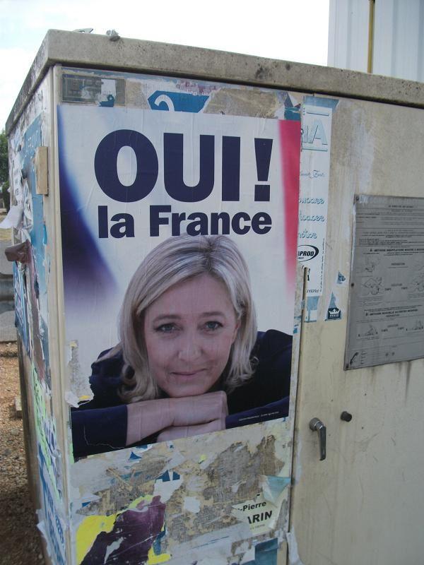 Collage Bleu Marine à Buxerolles ainsi que dans les environs – 13 Aout 2012