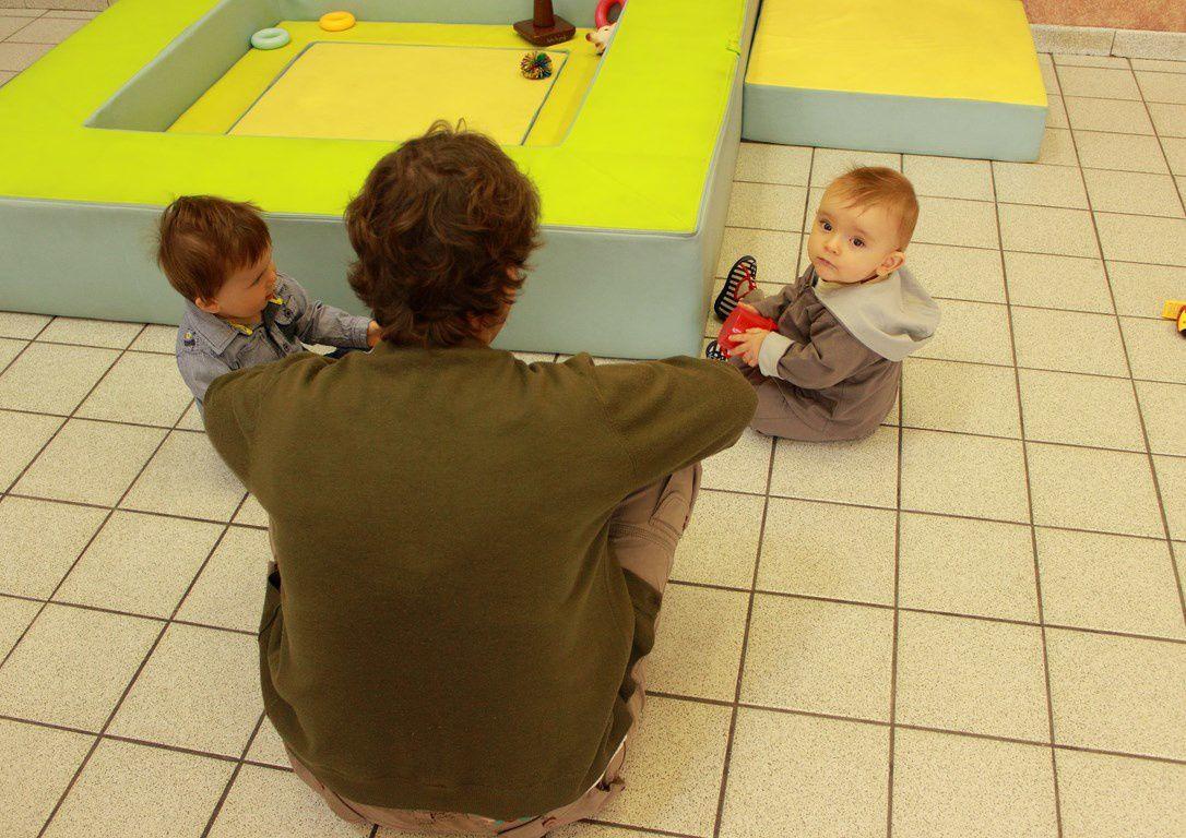 Les enfants en activité à la salle des fêtes d'Orbeil.