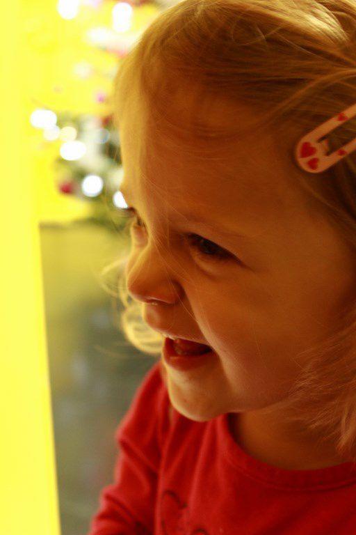 Le goûter de Noël, les enfants en activité...