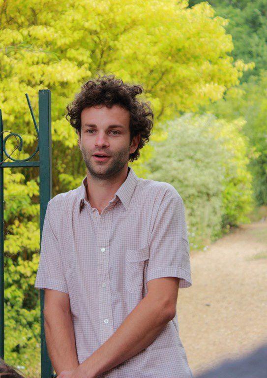 Sylvain, l'un des animateurs du jardin des senteurs.