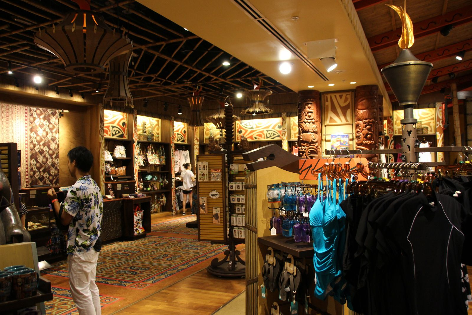 L'Hôtel Polynesian Resort et son restaurant Ohana