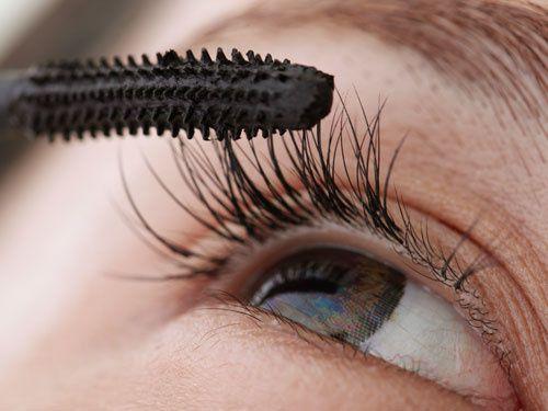 rbk-no-fail-beauty-secrets-applying-mascara-lgn