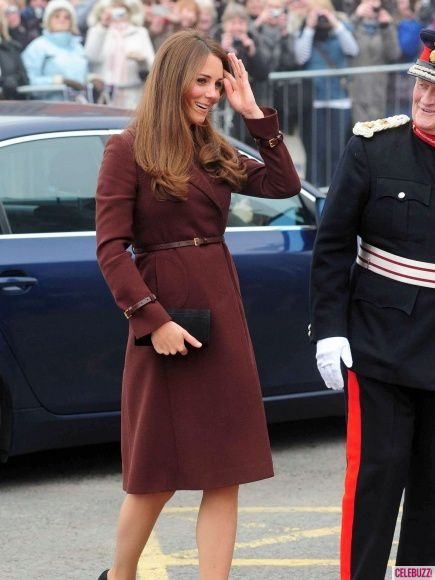 {Style} Kate Middleton Named Best-Dressed Among Pregnant Celebs