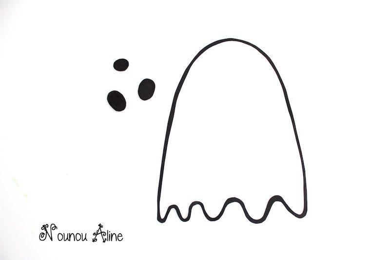 Une decoration d'halloween en forme de fantome
