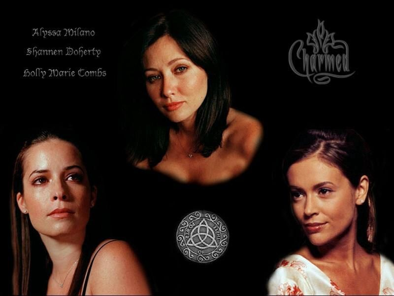 Prue Halliwell (Shannen Doherty), Piper Halliwell (Holly Marie Combs) et Alyssa Milano (Phoebe Halliwell).
