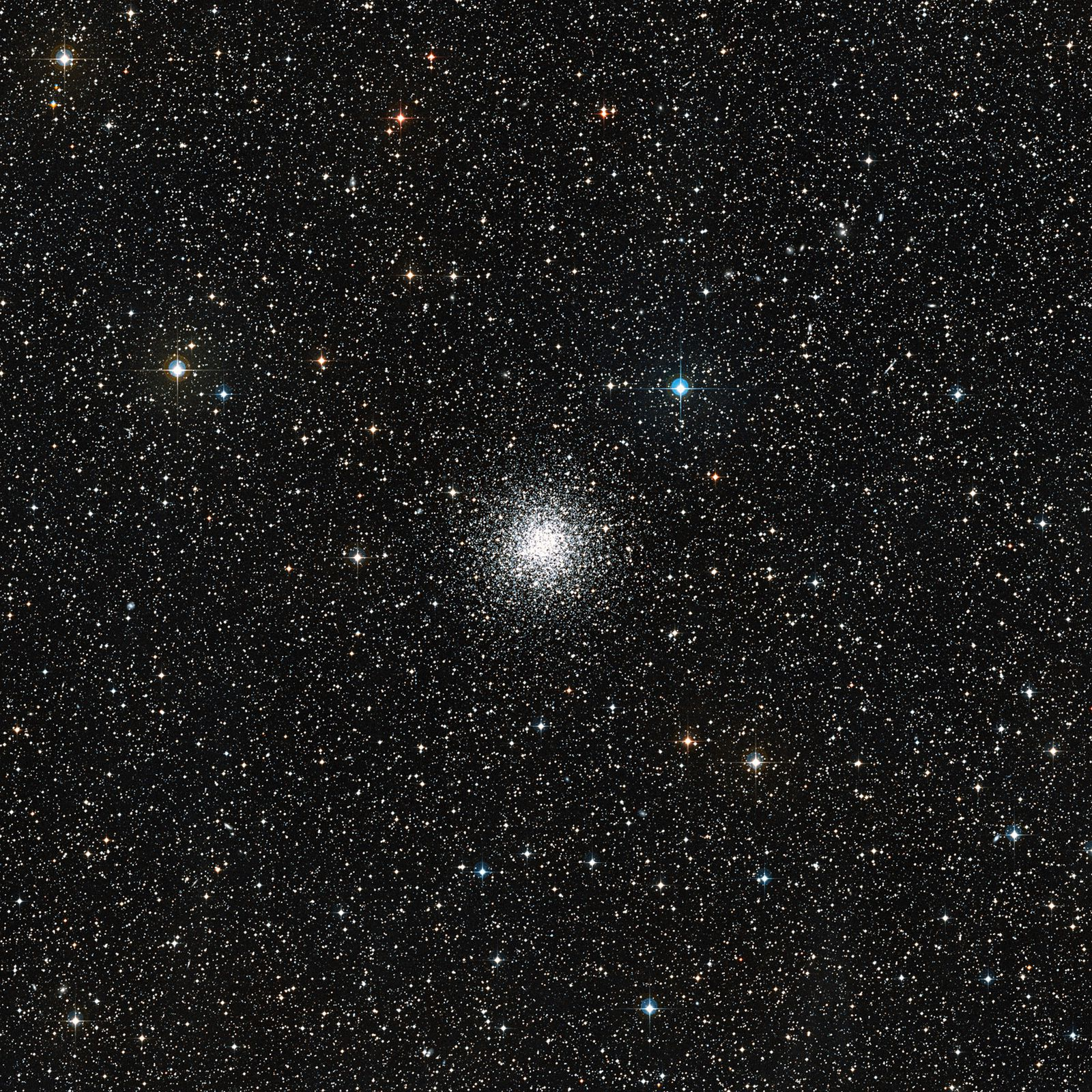 NGC 6362 in campo largo. Cortesia: ESO / Digitized Sky Survey 2 / Davide De Martin