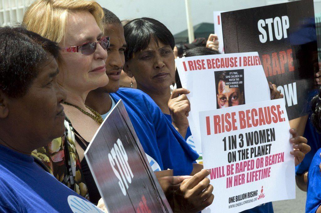Lo stupro troppo crudele per essere raccontato (Link corelati + foto album proteste)