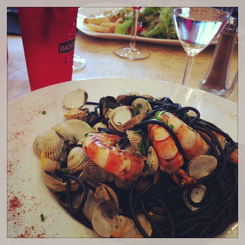 Sauté de Gambas et Palourdes, spaghettis noirs • Filtre Instagram