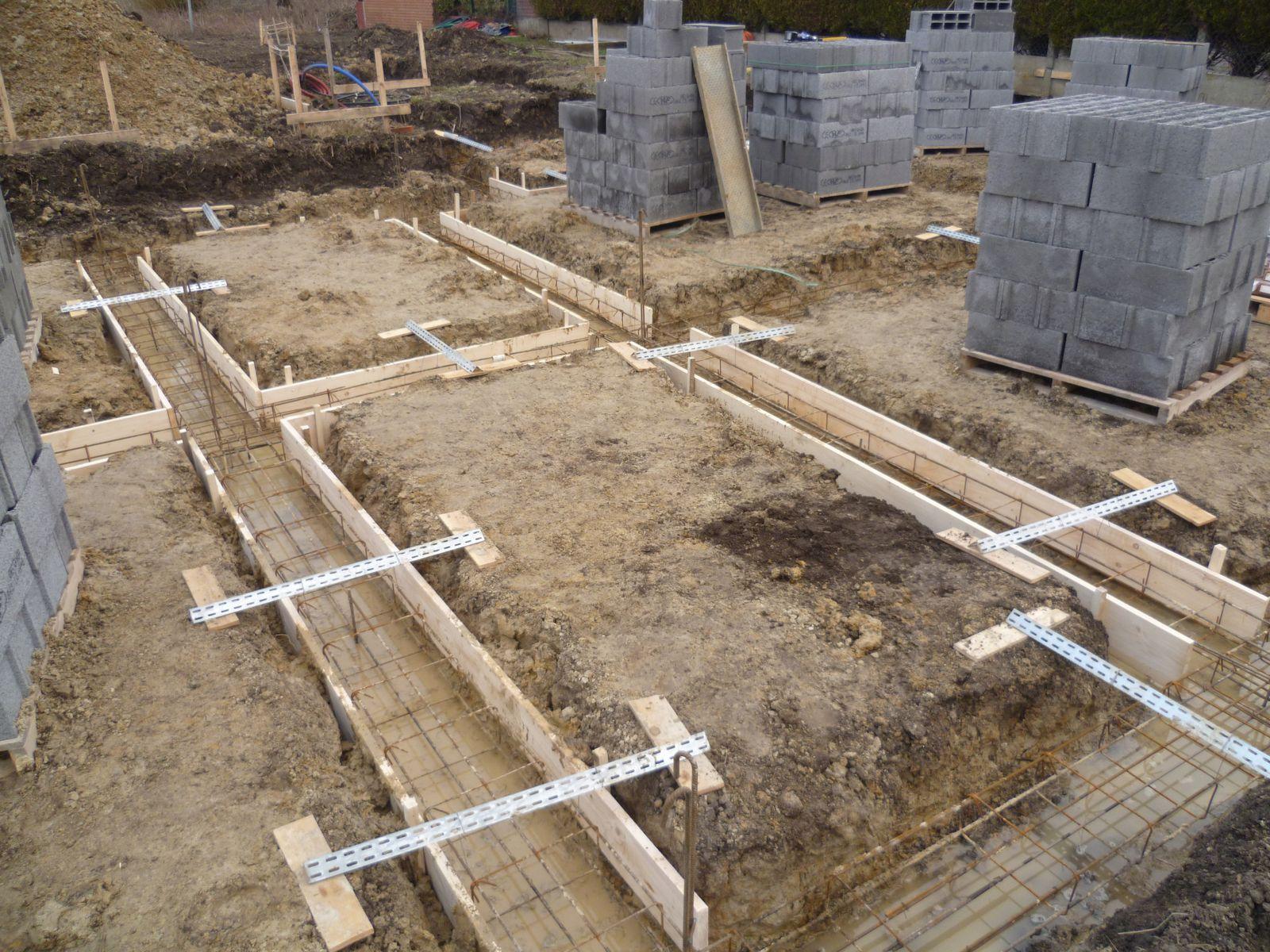 Pr ts couler la fondation - Comment couler un poteau en beton ...