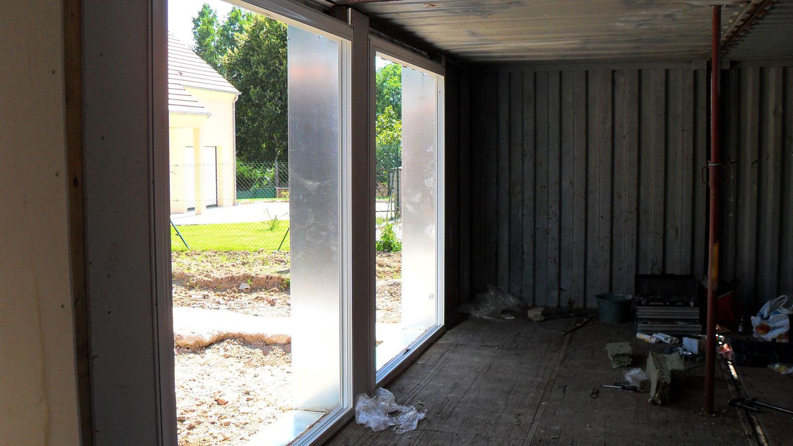 Pose des cadres de fenêtres : fin juillet 2012