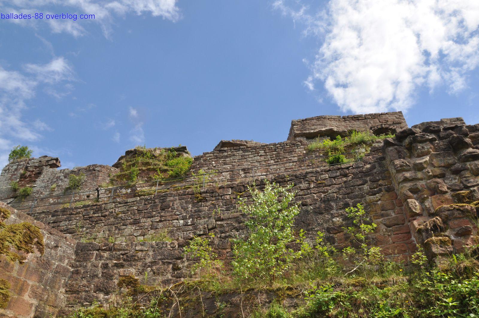 Ruines du Wegelnburg Allemagne.