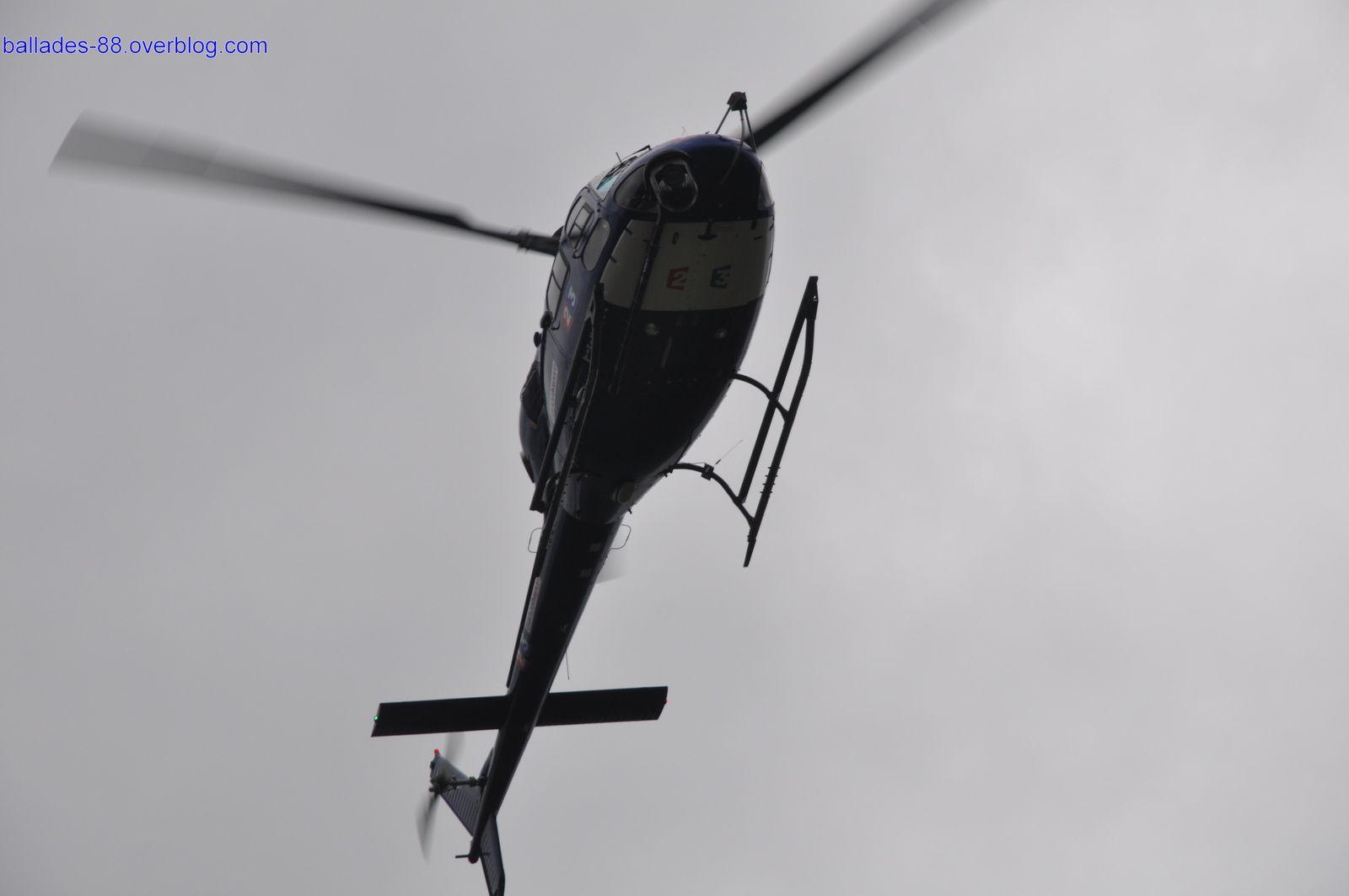 Hélicoptères de télévision.