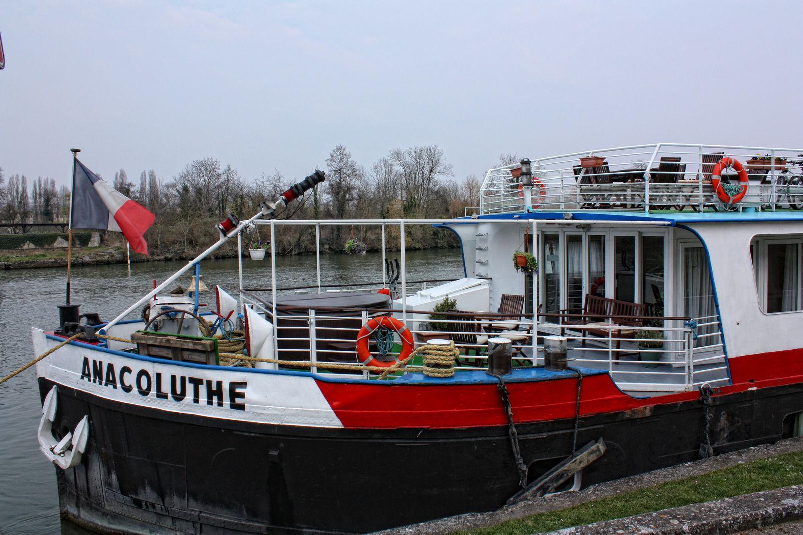 La météo n'était pas propice.. et le navire, pas des plus rutilants.. surtout vers l'arrière...