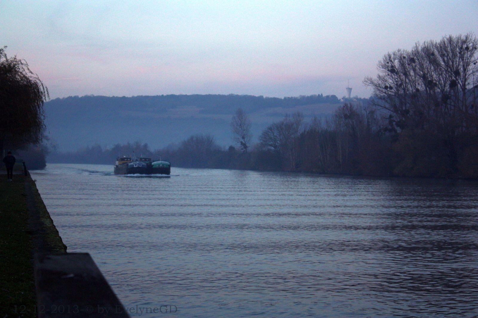 Sur la Seine... à l'Heure Bleue