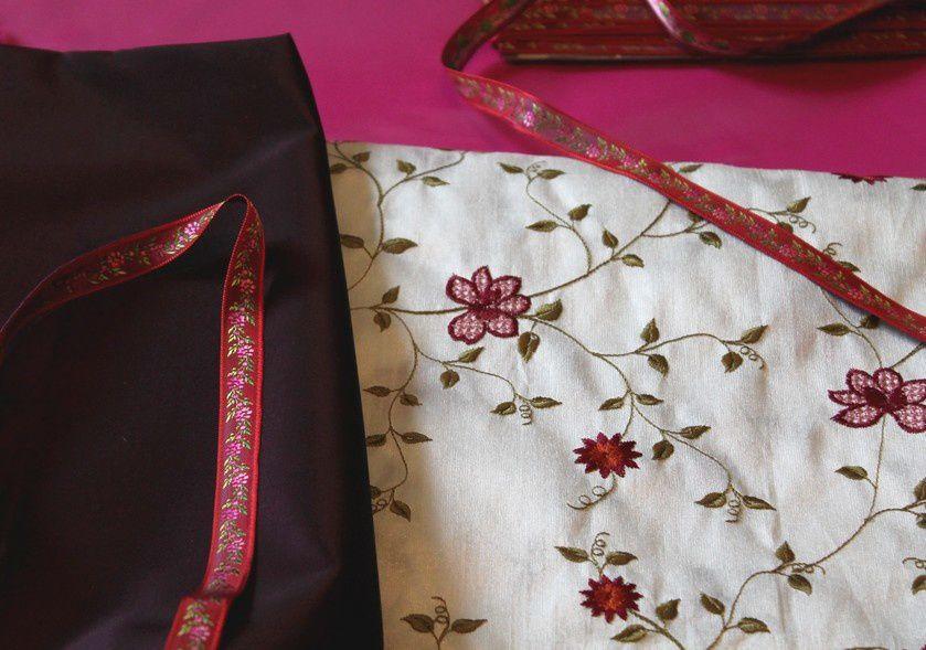 Taffetas brodé fleurs ruban
