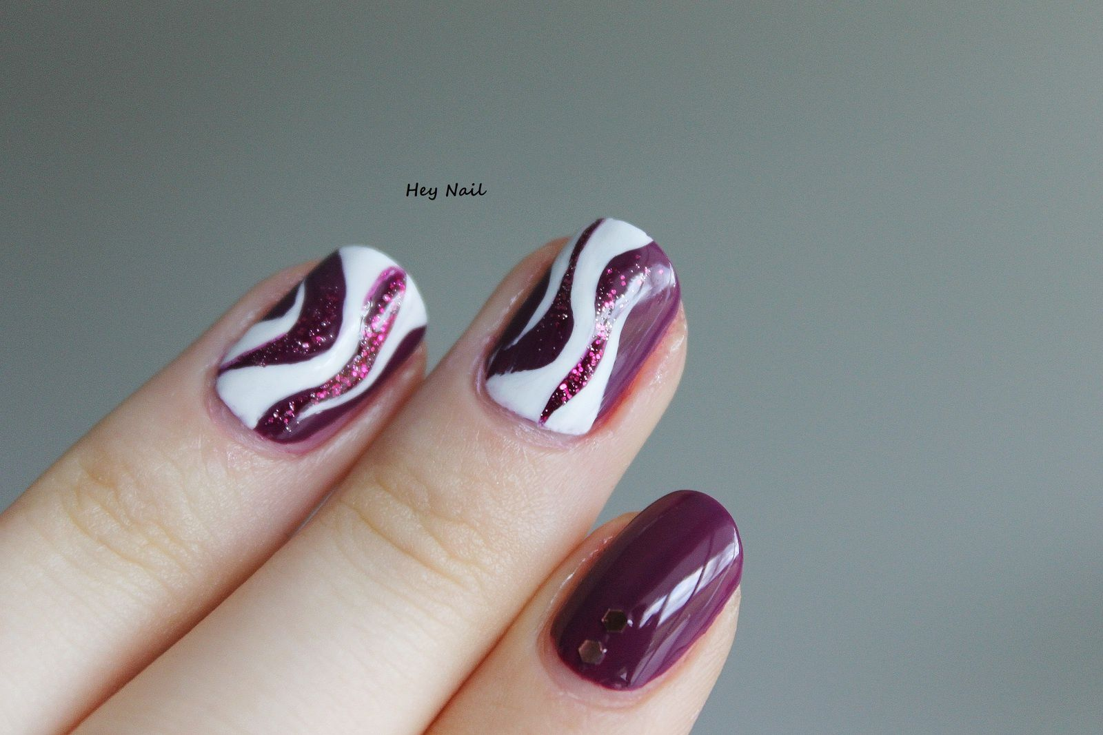 Nail Art Vagues Abstraites