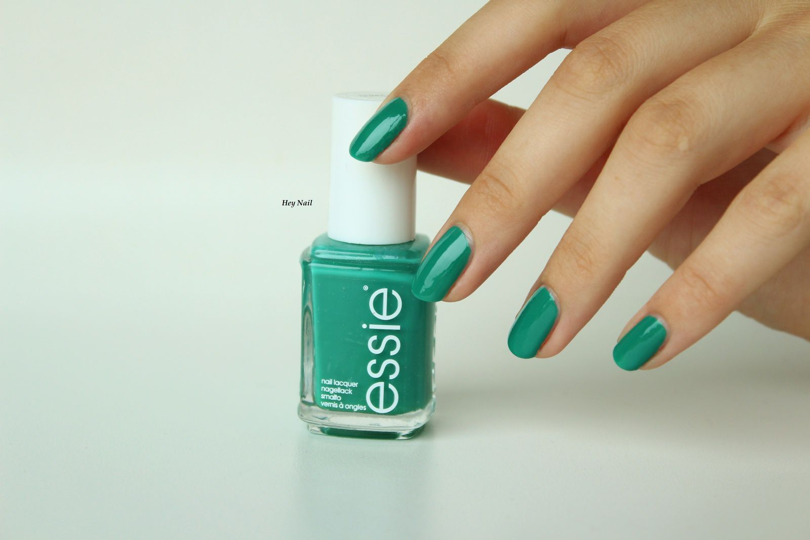 Essie - Ruffles And Feathers
