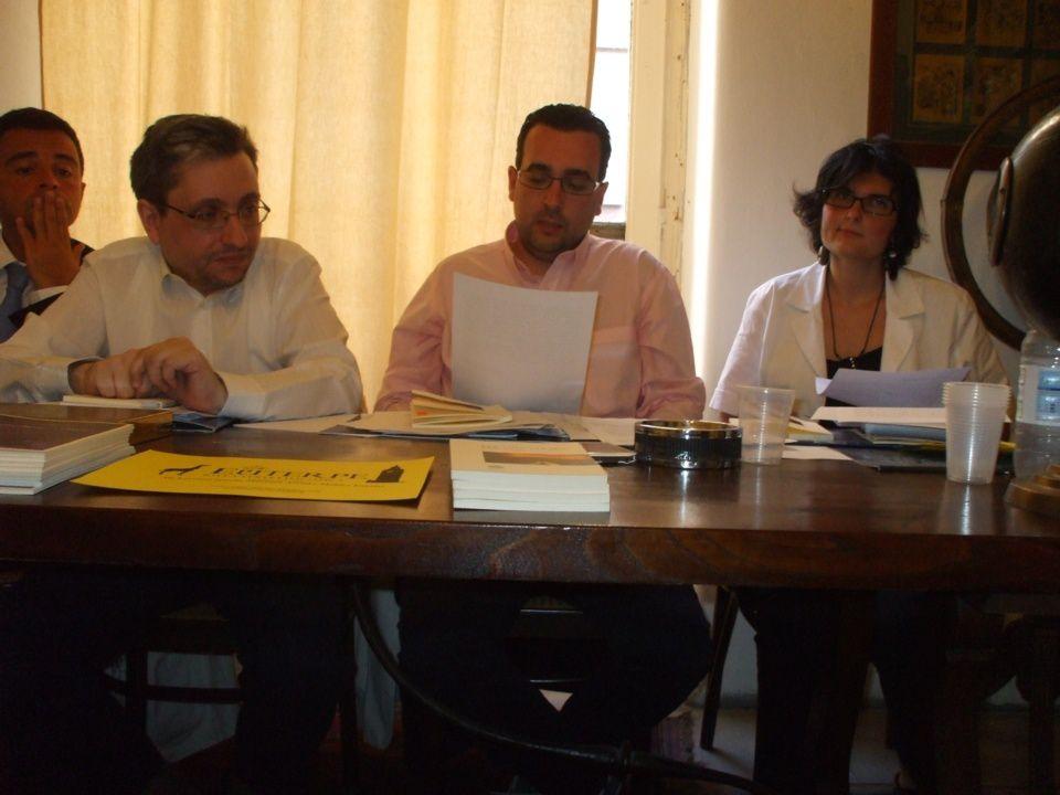 Lorenzo Spurio legge l'intervento di Luciano Domenighini