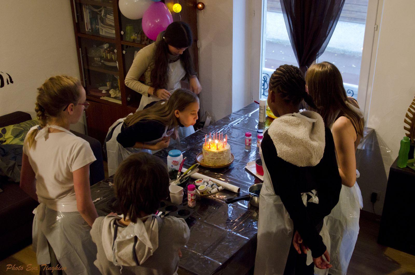 Elle a soufflé ses bougies :-)