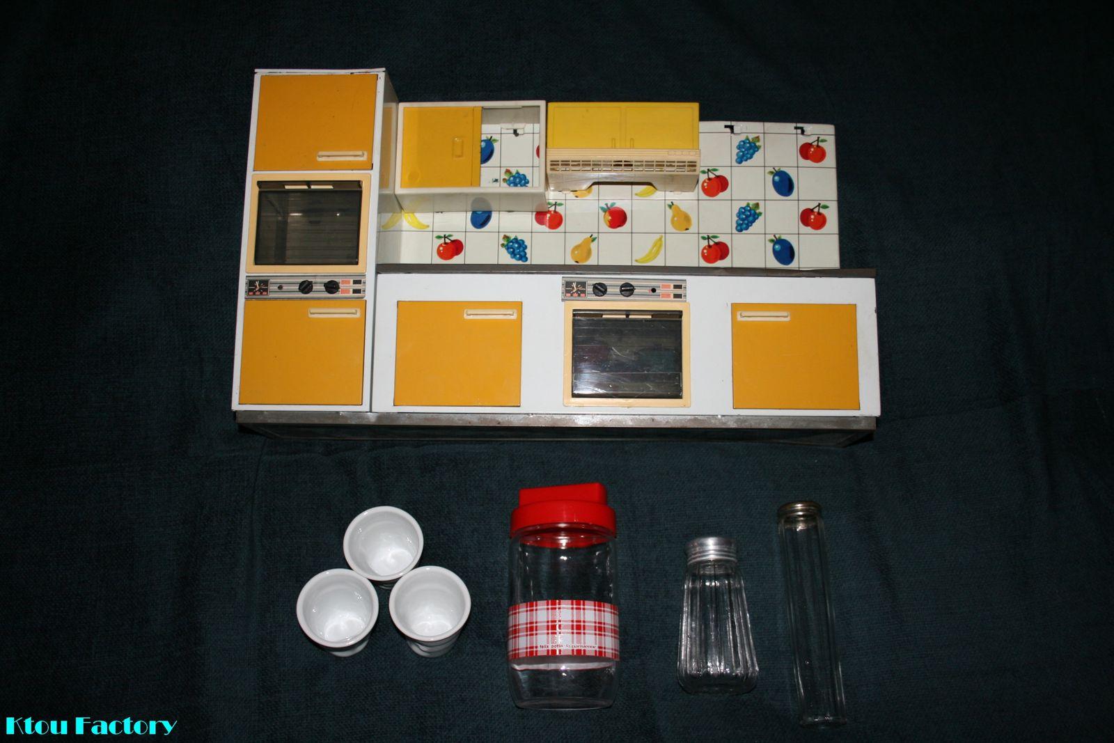 En bonus, les quelques autres objets chinés le même jour : des tasses Revol, un bocal Felix Potin et des sucriers.