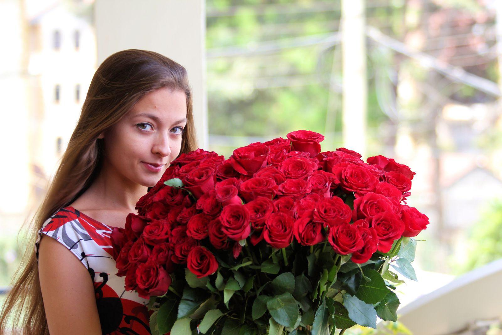 101 scarlet roses
