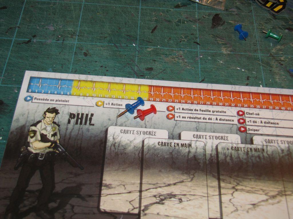 Après avoir collé la copie sur le carton-plume, on perce des trous avec la punaise. Une fois l'opération effectuée, on raccourci la pointe un peu trop longue pour du carton-plume de 5mm