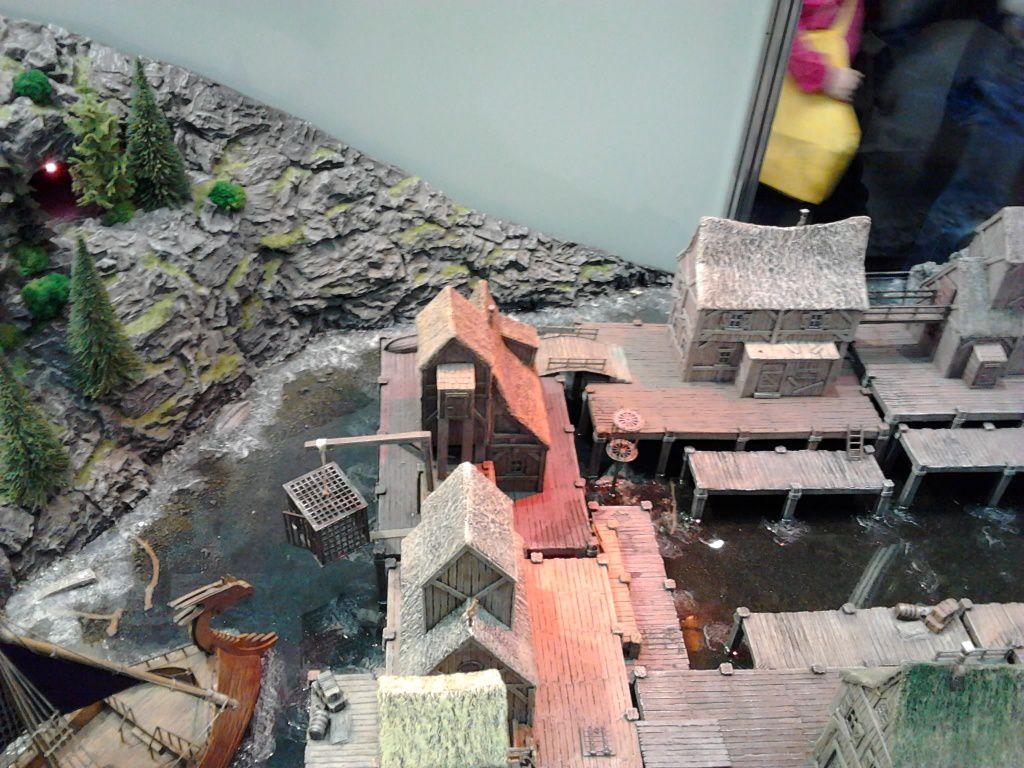Et un village sur pilotis fait avec les décors Ziterdes