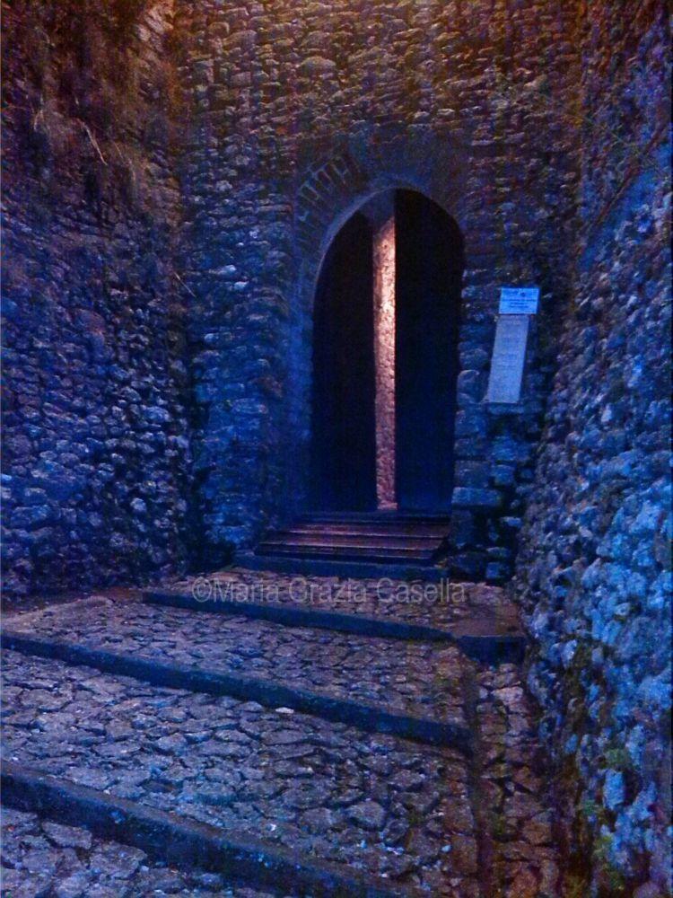 L'ingresso del Castello di Montebello
