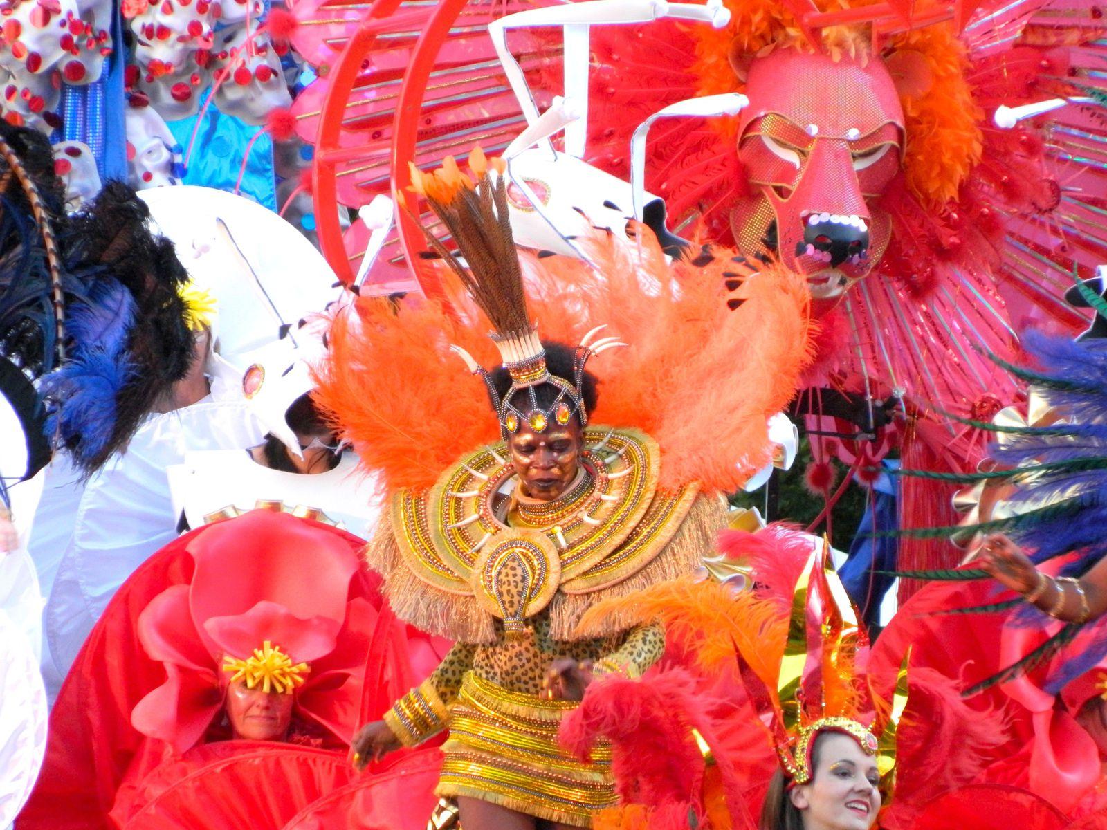 Les Habits du Dimanche - Thames Festival