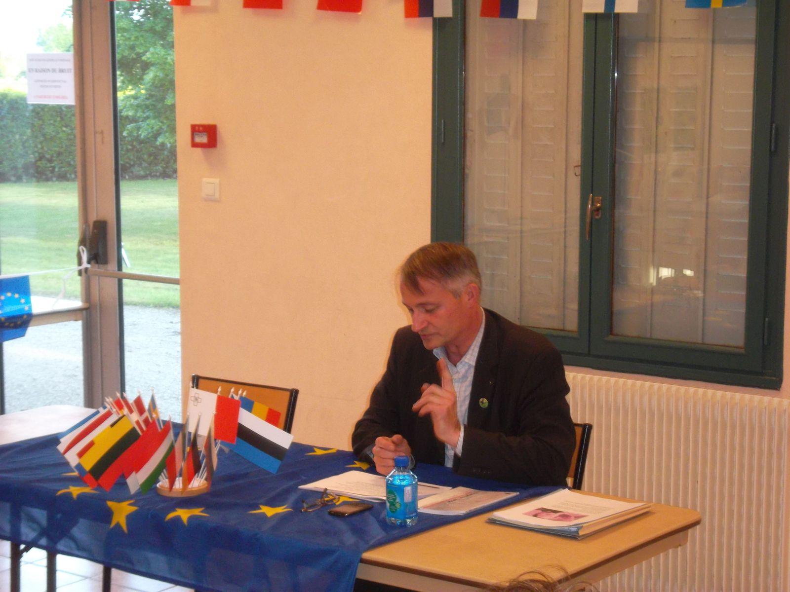 """le 17 mai avait lieu la conférence """"fonctionnement et avenir économique de l'Union européenne"""" aux MAILLYS"""