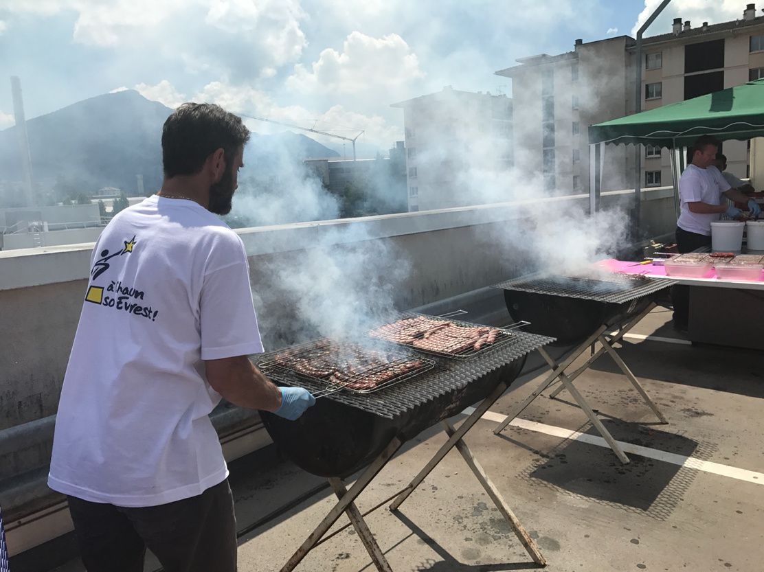 Le Plus grand Barbecue� de france à Carrefour Annecy...(album photo et video)
