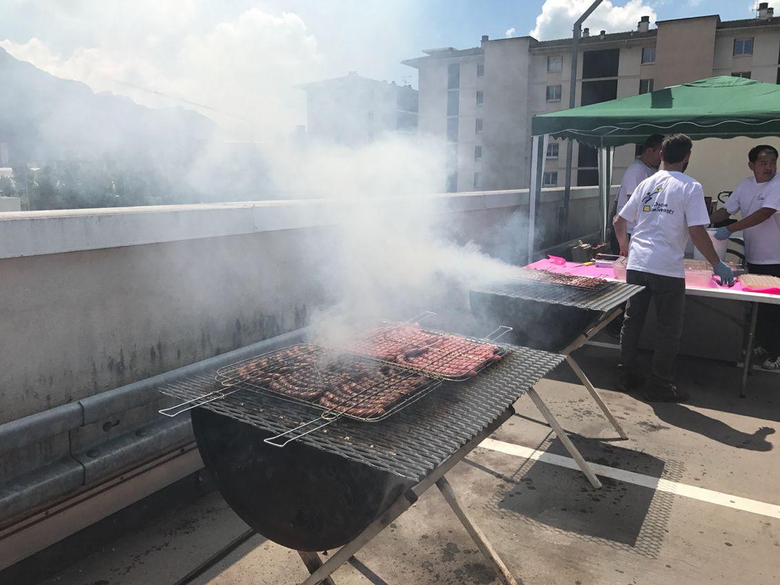 Le Plus grand Barbecue� de france à Carrefour Annecy...(album photo et video)