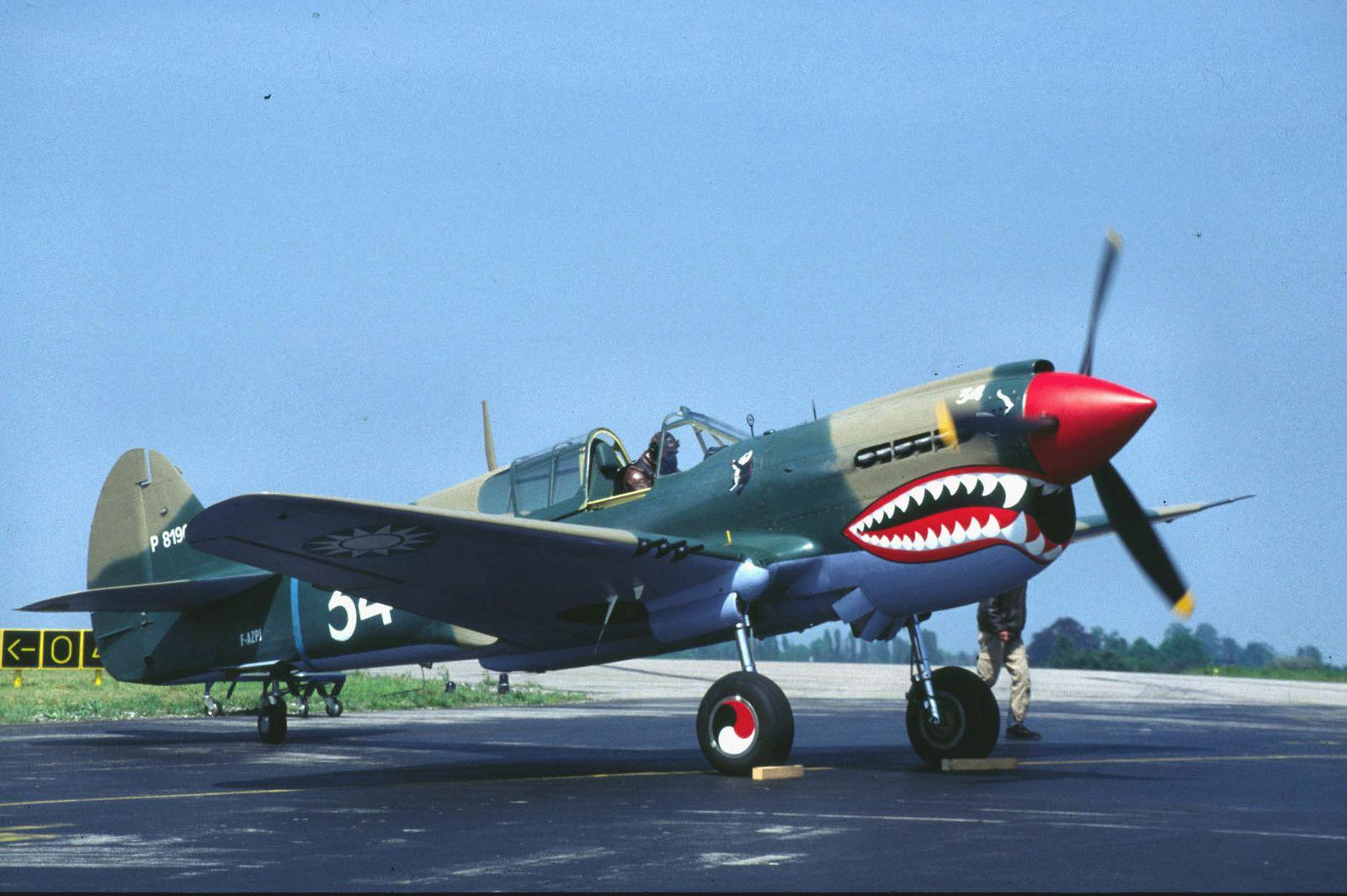 Le Curtiss P-40 F-AZPJ, vendu à l'étranger