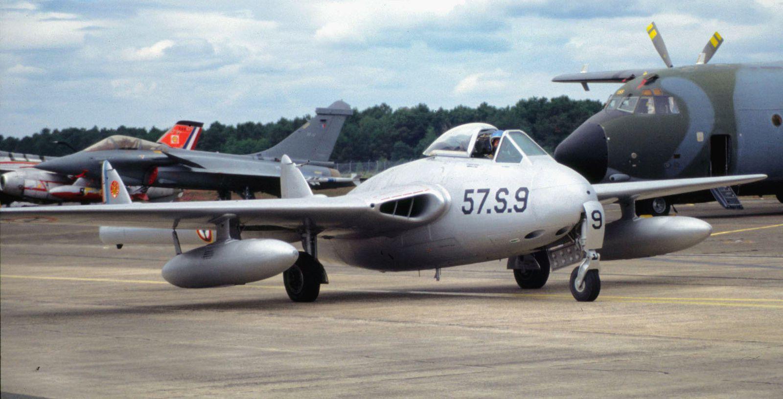 Le DH-100 Vampire F-AZHJ, vendu à l'étranger