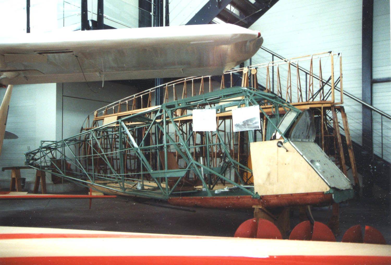 Le DH-80A Puss Moth F-AZPM (ici au musée d'Angers et désormais au MAE)