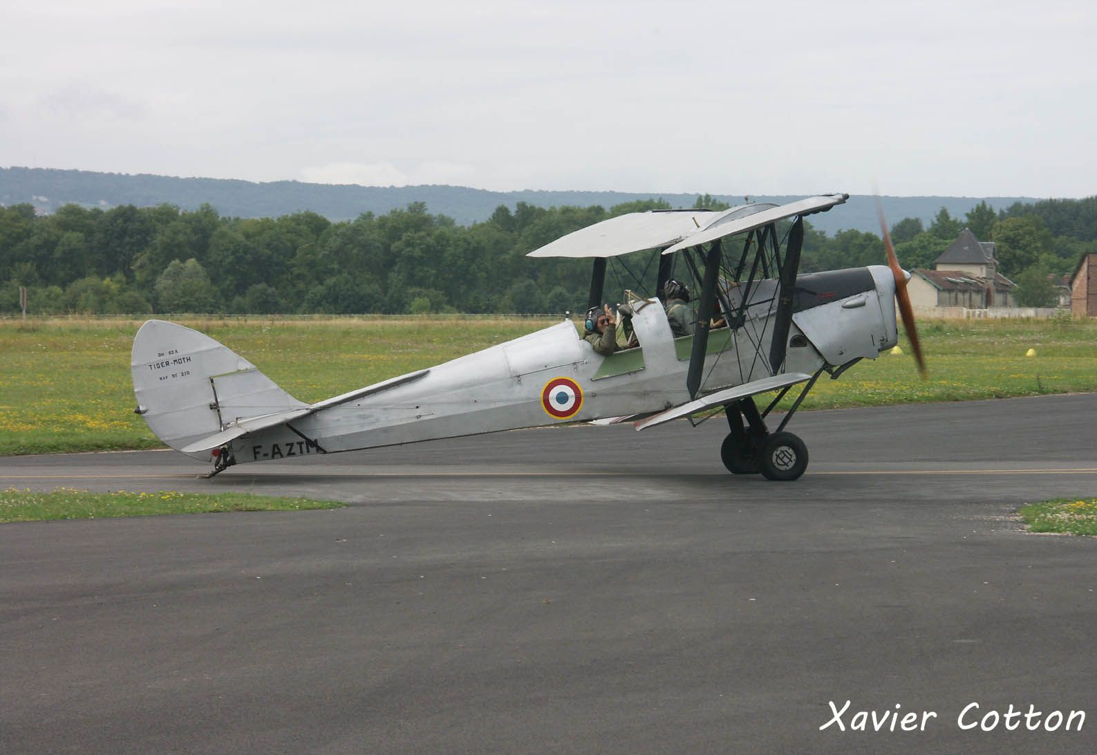 Le DH-82 Tiger Moth F-AZTM (photo Xavier Cotton)